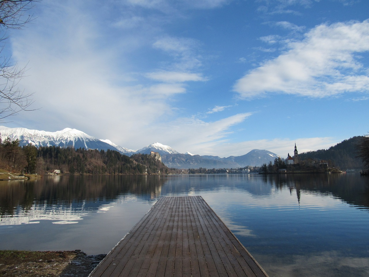 Jezioro Bled / Co warto zobaczyć i zwiedzić? Ciekawe miejsca, atrakcje turystyczne, pogoda i plaże